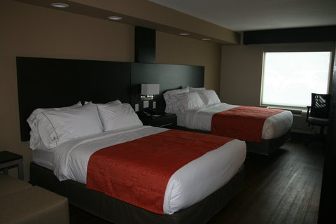 Holiday Inn Express & Suites SAN ANTONIO EAST - I10 - Handicap accessible two-bed room