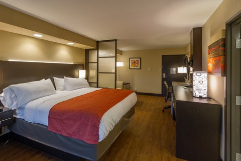 Holiday Inn Express & Suites SAN ANTONIO EAST - I10 - King Suite
