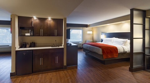 Holiday Inn Express & Suites SAN ANTONIO EAST - I10 - Suite with Kitchenette Room