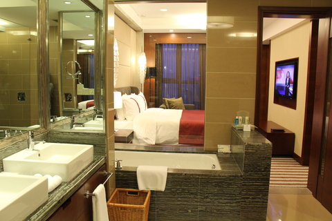 Holiday Inn Beijing Haidian - Holiday Inn Executive Suite-Bathroom