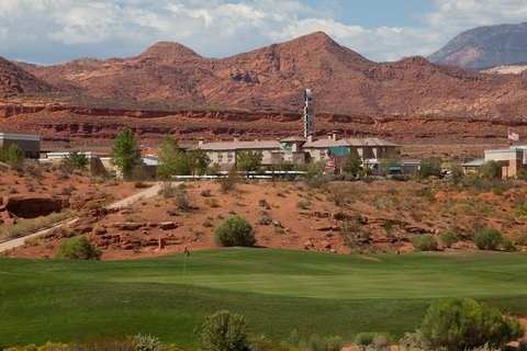 Holiday Inn Express & Suites ST. GEORGE NORTH - ZION - Our hotel is situated in the heart of Utah s red rock country