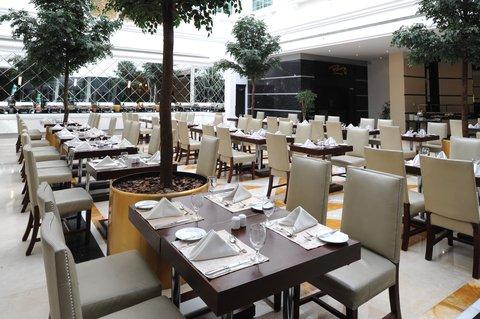 Holiday Inn BUR DUBAI - EMBASSY DISTRICT - Enjoy tasty meals at Anwar Restaurant