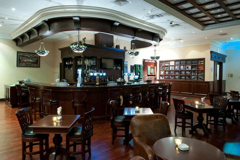 Holiday Inn BUR DUBAI - EMBASSY DISTRICT - Enjoy your free time at the Two Guineas Bar