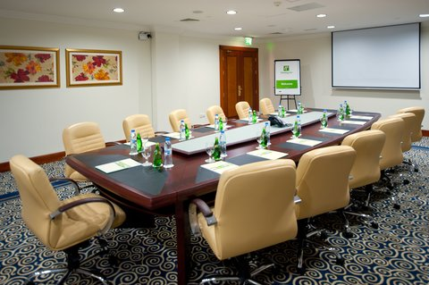 Holiday Inn BUR DUBAI - EMBASSY DISTRICT - Conduct successful meetings in our well appointed meeting room