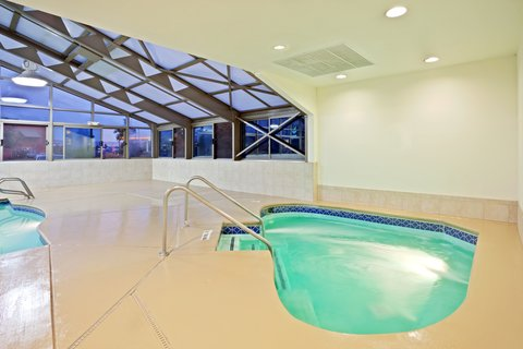 Holiday Inn Express ELLENSBURG - Whirlpool