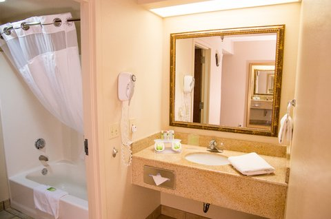 Holiday Inn Express & Suites GRAND CANYON - Guest Bathroom with premium amenities and curved curtain rod