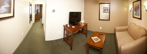 Holiday Inn Express & Suites GRAND CANYON - Every all adult suite has a living room and seperate bedroom