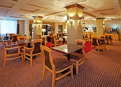 Holiday Inn Express & Suites BIRMINGHAM - INVERNESS 280 - Lots of seating for breakfast  or an evening reception or banquet