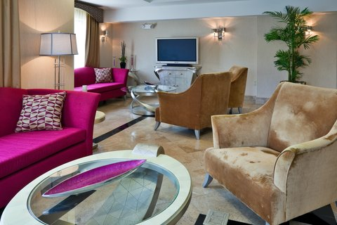 Holiday Inn Express & Suites BIRMINGHAM - INVERNESS 280 - Boutique style lobby awaits you in Birmingham  Alabama