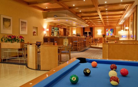 Holiday Inn BRNO - Lobby Bar - billiards
