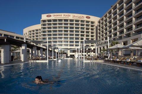 فندق كراون بلازا أبوظبي, جزيرة ياس  - Our 25-metre lap pool is great for exercise and relaxation