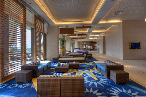 فندق كراون بلازا أبوظبي, جزيرة ياس  - Views Lobby Lounge