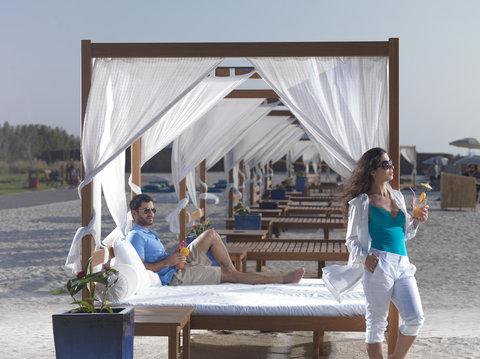فندق كراون بلازا أبوظبي, جزيرة ياس  - Beach Club