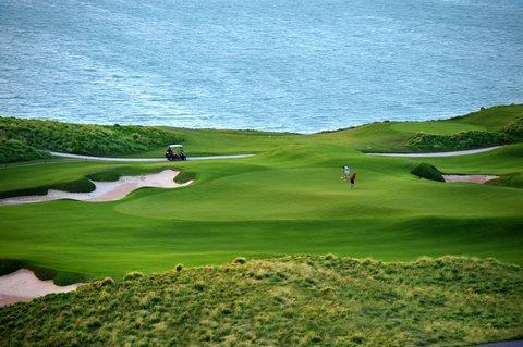 فندق كراون بلازا أبوظبي, جزيرة ياس  - Golf Course View from the Hotel