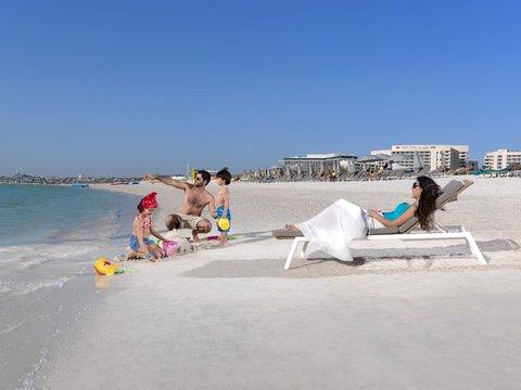 فندق كراون بلازا أبوظبي, جزيرة ياس  - Beach