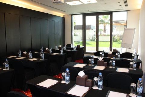 فندق كراون بلازا أبوظبي, جزيرة ياس  - Meeting Room - Classroom Set-up