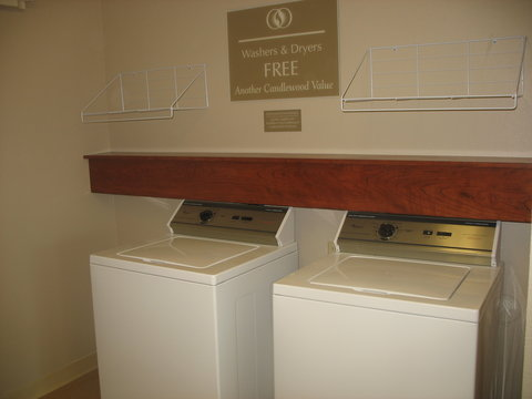 Candlewood Suites WATERLOO- CEDAR FALLS - Laundry Facility