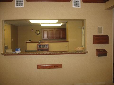 Candlewood Suites WATERLOO- CEDAR FALLS - Front Desk