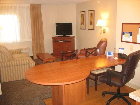 Candlewood Suites WATERLOO- CEDAR FALLS - Suite