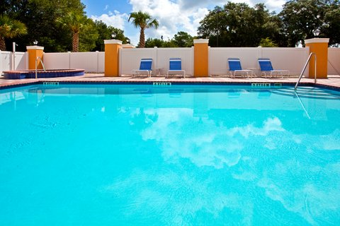 Holiday Inn Express Hotel & Suites Brooksville-I-75 - Swimming Pool