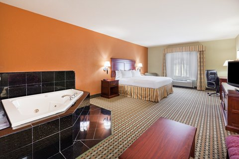 Holiday Inn Express & Suites AMARILLO EAST - King Spa Suite