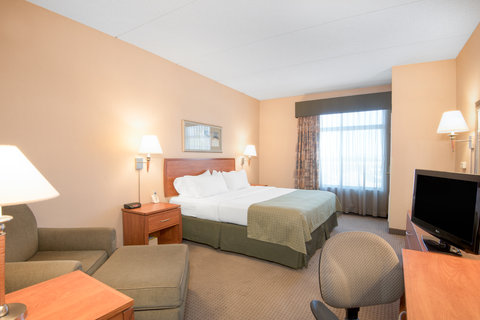 Holiday Inn Hotel & Suites GOODYEAR - WEST PHOENIX AREA - Comfortable King Bed Guest Room offers plenty of room to relax