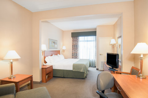 Holiday Inn Hotel & Suites GOODYEAR - WEST PHOENIX AREA - ADA Handicapped accessible King Bed Guest Room