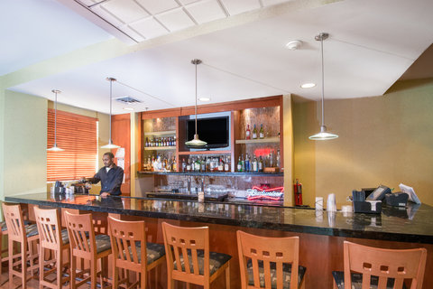 Holiday Inn Hotel & Suites GOODYEAR - WEST PHOENIX AREA - Enjoy a drink at The Cutting Edge Bar