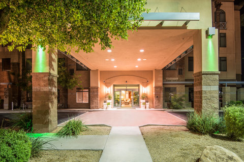 Holiday Inn Hotel & Suites GOODYEAR - WEST PHOENIX AREA - Our welcoming hotel entrance