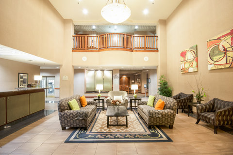 Holiday Inn Hotel & Suites GOODYEAR - WEST PHOENIX AREA - Relax in our inviting Hotel Lobby