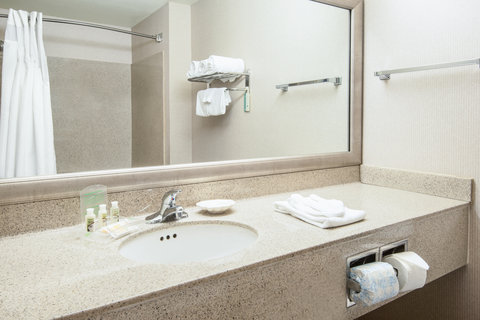 Holiday Inn Hotel & Suites GOODYEAR - WEST PHOENIX AREA - Spacious Standard Guest Bathroom