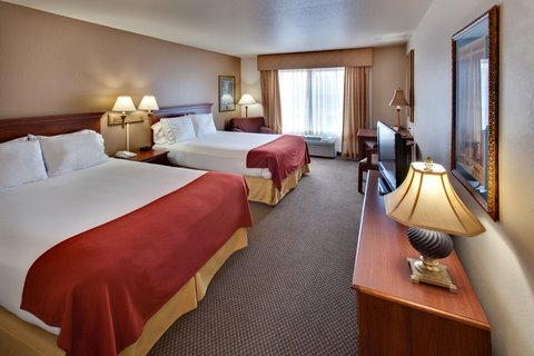 Holiday Inn Express & Suites BROOKINGS - Queen Bed Guest Room