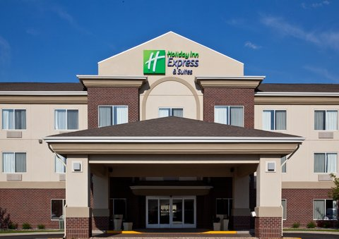 Holiday Inn Express & Suites BROOKINGS - Hotel Exterior