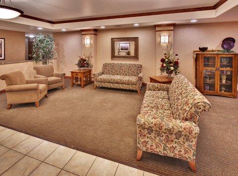 Holiday Inn Express & Suites BROOKINGS - Hotel Lobby