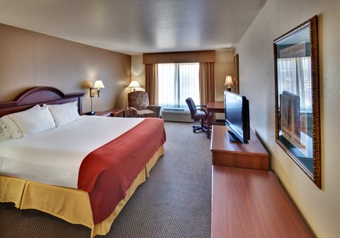 Holiday Inn Express & Suites BROOKINGS - King Bed Guest Room
