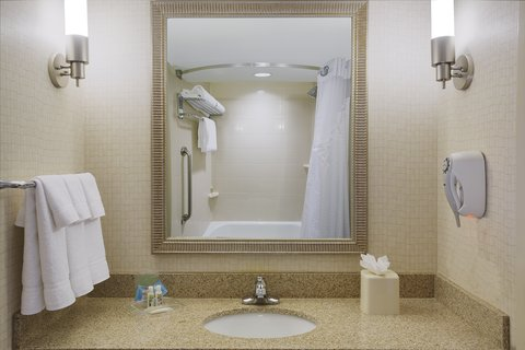 Holiday Inn Chicago Midway Airport Hotel - Standard Guest Bathroom