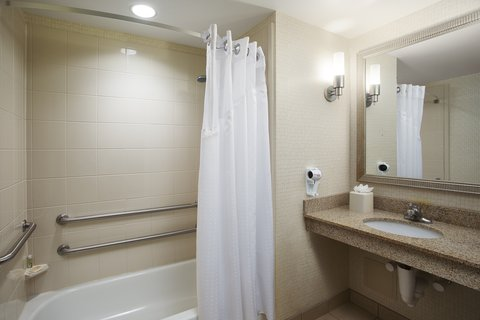 Holiday Inn Chicago Midway Airport Hotel - Accessible Bathroom with Bathtub