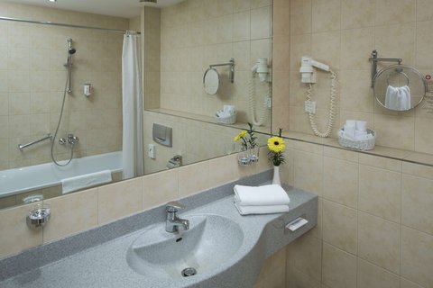 Hollywood Media Hotel Berlin - Bath Room Standard Category And Comfort Category