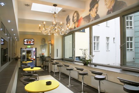 Hollywood Media Hotel Berlin - Smoking Lounge On The First Floor