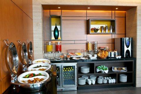 Holiday Inn GUAYAQUIL AIRPORT - Buffet Breakfast Sky Club