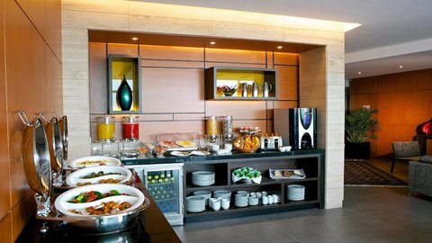 Holiday Inn GUAYAQUIL AIRPORT - Sky Club Lounge Breakfast