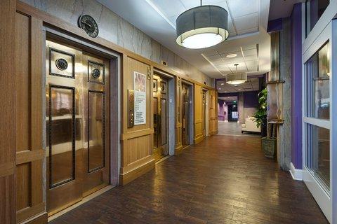 Hotel Indigo NASHVILLE - Elevator Lobby
