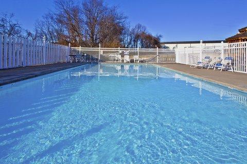 Holiday Inn Express & Suites NASHVILLE-I-40&I-24(SPENCE LN) - Swimming Pool