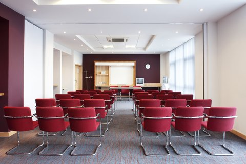 Holiday Inn Express HAMILTON - Our meeting rooms feature natural daylight and free Wi-Fi