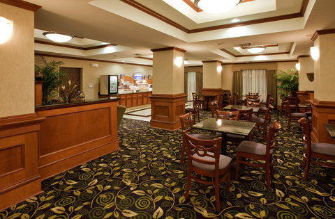 Holiday Inn Express & Suites ADA - Breakfast Bar
