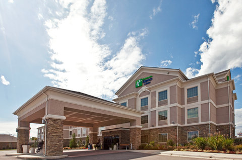 Holiday Inn Express & Suites ADA - Hotel Exterior