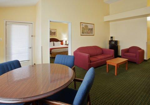 Holiday Inn Express & Suites Arlington (Six Flags Area) - Jacuzzi Suite