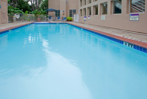 Holiday Inn Express & Suites Arlington (Six Flags Area) - Swimming Pool