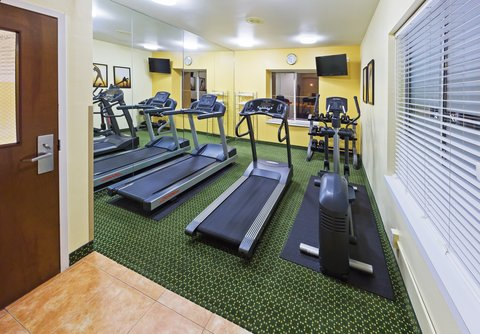 Holiday Inn Express & Suites Arlington (Six Flags Area) - Fitness Center