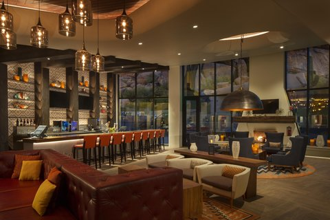 Boulders Resort & Golden Door Spa - Bar Lounge